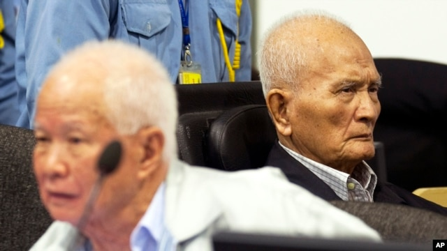 FILE - Khieu Samphan, left, former Khmer Rouge head of state, and Nuon Chea, Khmer Rouge's chief ideologist and No. 2 leader, before closing statements, U.N.- backed war crimes tribunal, Phnom Penh, Oct. 31, 2013.