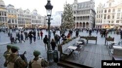 Paris saldırıları sonrası diken üstünde olan Brüksel'de olası bir terör saldırısına karşı üst düzeyde güvenlik önlemleri uygulanıyor.