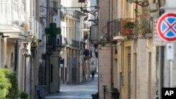 意大利城市丰迪空荡的街道。(2020年3月20日)