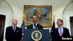Le président Barack Obama à la Maison Blanche, en compagnie du vice-président Joe Biden et du secrétaire à la défense Ash Carter, le 23 février 2016.REUTERS/Carlos Barria - RTX287AL