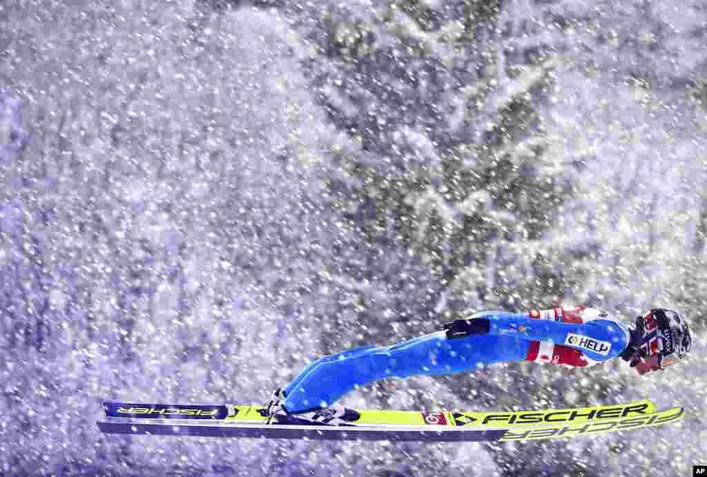 Norveçli Robert Yahanson Almaniyada keçirilən FIS Şimal Dünya Xizək Çempionatında yarışır.