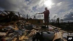 Kota Aibonito, Puerto Rico mengalami kerusakan parah pasca badai Maria, Senin (25/9).