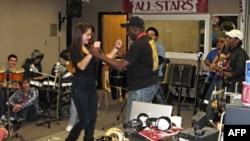 Ban nhạc Septeto Tipico Tivoli đã dành ra 3 ngày để chỉ dẫn cho các học sinh về âm nhạc Cuba