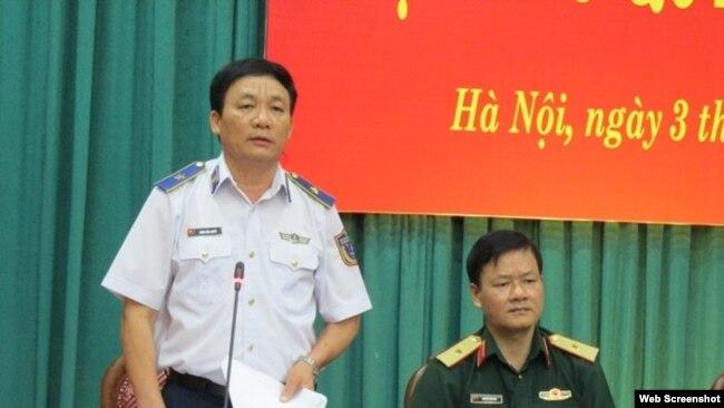 Thiếu Tướng Doãn Bảo Quyết, Phó Chính ủy Cảnh sát biển Việt Nam, trả lời họp báo hôm 3/7/2018. Ảnh Dân Việt
