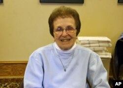 做投票站义工40年的玛丽.简
