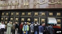 Очередь в каирский банк