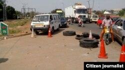 Warga Nigeria antri untuk mendapatkan BBM di sebuah pom bensin di Makurdi, negara bagian Benue (foto: dok).