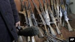 Việc buôn lậu vũ khí tạo ra mối đe dọa ngày càng tăng đối với nhân loại
