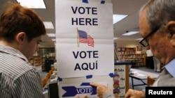 Un bureau de vote à McLean, Virginie, 5 novembre 2013. REUTERS / Kevin Lamarque