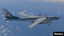 Pesawat pembom Rusia Tu-95, salah satu pesawat Rusia yang melakukan serangan udara atas lokasi kelompok ISIS di Suriah (foto: dok).