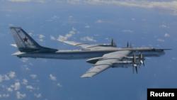 عکسی که نیروی هوتایی ژاپن از بمب افکن روسی TU-95 منتشر کرد.