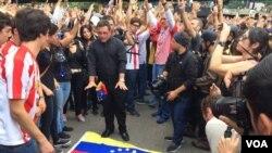 Pwotestasyon nan Karakas, Venezuela, kote manifestan yo ap mande pou Prezidan Maduro kite pouvwa a.