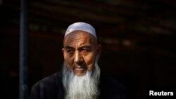 Seorang pria beretnis Uighur di Turpan, Xinjiang, 31 Oktober 2013. (Foto: Reuters/Carlos Barria)