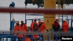 Des équipes d'urgence se sont rendus vers la mer noire dans la banlieue de Sochi à Khosta, en Russie, le 25 décembre 2016.