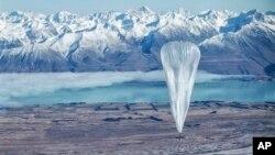 谷歌公司的科技人員在新西蘭向天空釋放了30個試驗用氦氣球,希望互聯網氣球幫50億人上網