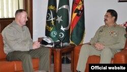 جنرل جوزف ڈنفورڈ اور پاکستانی فوج کے سربراہ جنرل راحیل شریف