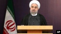 伊朗总统鲁哈尼在新闻发布会上(2015年12月21日)