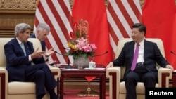 중국을 방문한 존 케리 미국 국무장관(왼쪽)과 미국 대표단이 8일 제8차 미-중 전략경제대화 폐막 후 베이징 인민대회당에서 시진핑 중국 국가주석과 면담했다.
