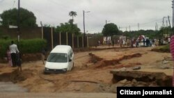 Desabamento de estrada após chuvas da madrugada de 16 de Dezembro em Maputo.