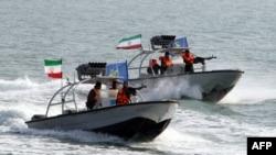 İran sürət qayıqlarından istifadə edərək Hörmüz boğazında xarici tankerləri hədəf alır.