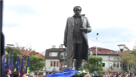 Përurohet shtatorja e presidentit Rugova