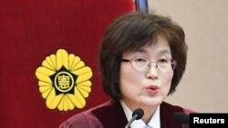 Quyền Chánh thẩm Lee Jung-mi.