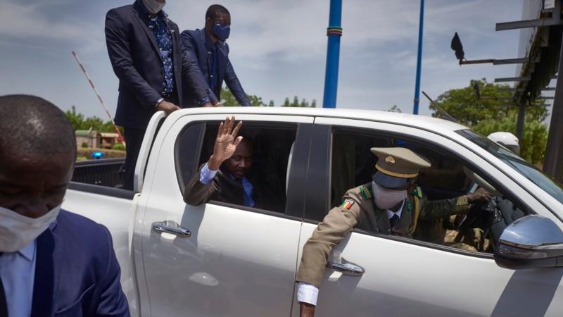"""La Cédéao """"rassurée"""" par Goïta sur un futur retour des civils au pouvoir"""
