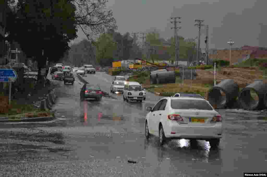 وفاقی دارالحکومت میں رہنے والوں کے لیے ژالہ باری نے موسم کو اور دلکش بنا دیا۔
