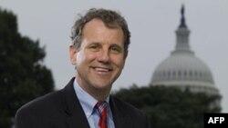 Thượng nghị sĩ Sherrod Brown là một trong những người bảo trợ dự luật chống Trung Quốc giữ giá trị đồng nguyên thấp một cách giả tạo