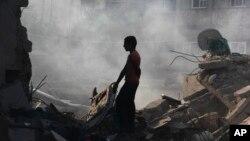 Un cese el fuego entre Israel y el grupo militante Hamas se mantenía este jueves.