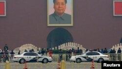Policijska kola na pekinškom trgu Tienanmen