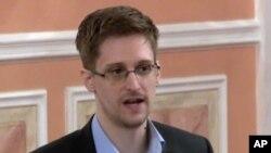 미국 국가안보국의 도감청 실태를 폭로한 에드워드 스노든이 지난 10월 러시아 모스크바의 행사장에서 발언하고 있다.