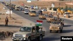 خودروهای حامل پیشمرگههای کرد عراقی پس از ترک اربیل در شمال عراق، در راه کوبانی در شمال سوریه – ۶ آبان ۱۳۹۳