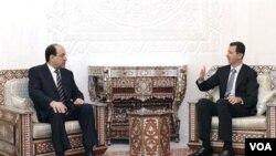 PM Irak Nouri al-Maliki, yang berusaha menggalang dukungan dari negara tetangga, bertemu Presiden Suriah Bashar al-Assad di Damaskus, Rabu 13 September 2010.