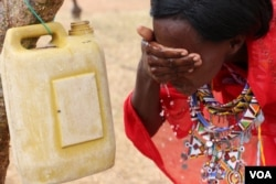 A woman washes her face. Facial cleanliness is one way to prevent trachoma, in Kajiado, Kenya. (VOA / M. Yusuf)