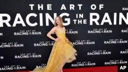 "Amanda Seyfried menghadiri penayangan perdana ""The Art of Racing in the Rain"" di El Capitan Theatre, di Los Angeles, 1 Agustus 2019. (Foto: Richard Shotwell/AP)"