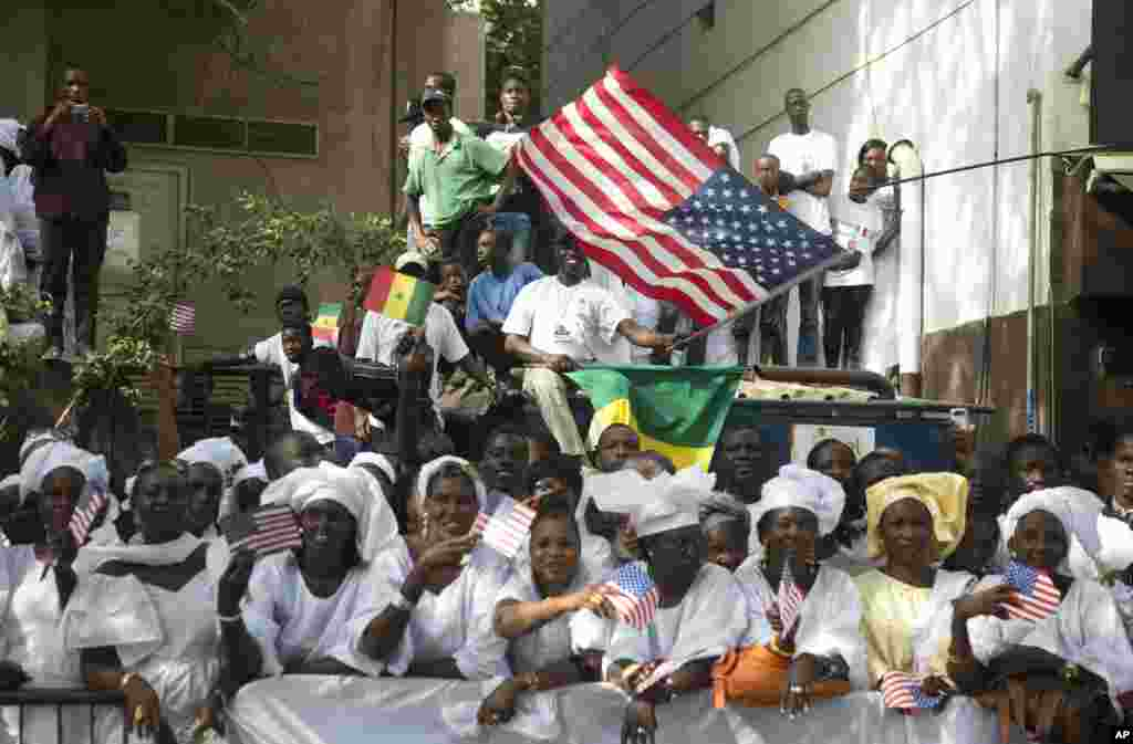 People line the motorcade route of U.S. President Barack Obama on his way to meet with Senegalese President Macky Sall in Dakar, June 27, 2013.