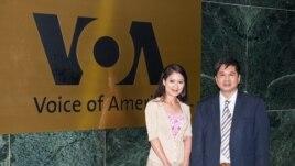 Tiến sĩ Cù Huy Hà Vũ đến đài VOA để dự cuộc phỏng vấn (Ảnh: Khải Nguyễn)