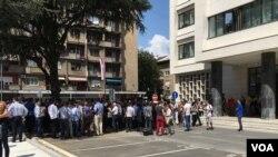 Advokati okupljeni ispred Višeg suda u Beogradu