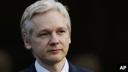 Pendiri WikiLeaks, Julian Assange akhirnya mendapatkan status suaka dari pemerintah Ekuador hari ini, Kamis (16/8). Assange minta perlindungan selama hampir 2 bulan di Kedutaan Ekuador di London.