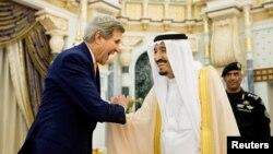 کری خواستار توقف حملات به منظور امدادرسانی به نیازمندان در یمن شده است