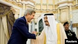 متحده ایالات په یمن کې د هوایي بریدونو د بندیدو لپاره په سعودي عربستان باندې فشار زیات کړی.
