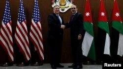 Госсекретарь США Майк Помпео и министр иностранных дел Иордании Айман Сафади. Амман, Иордания. 30 апреля 2018 г.