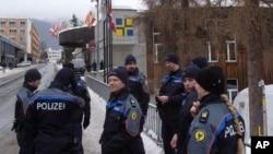 تصویر آرشیوی از پلیس سوئیس