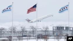 一場遲來的暴風雪襲擊了美國﹐圖為芝加哥機場。