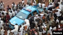 尼日利亞50萬人申請不到5千個政府工作機會,16人踩踏致死.