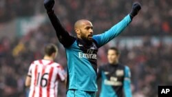 Thierry Henry saat masih bermain untuk klub Liga Premier Arsenal tahun 2012 (foto: dok).