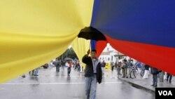 No todas las capas sociales en Colombia están seguros de querer un TLC con EE.UU. Miles de comerciantes se han opuesto a la medida en multitudinarias marchas.