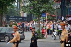 Residents gather at the street to wait for motorcade transporting U.S. President Barack Obama in Hanoi, Vietnam, May 23, 2016.