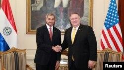 El secretario de Estado de Estados Unidos, Mike Pompeo, y el presidente de Paraguay, Mario Abdo Benítez, se reunieron en el palacio López en Asunción, Paraguay, el sábado.